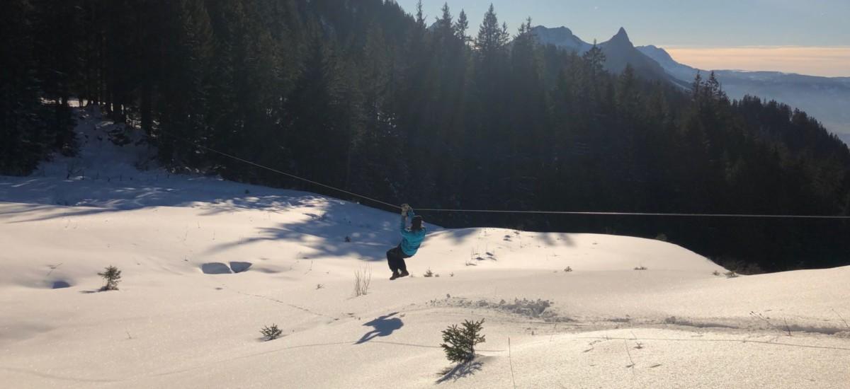 Une des nombreuses tyroliennes de la vallée des tyroliennes de Charmey. Photo: charmey.ch