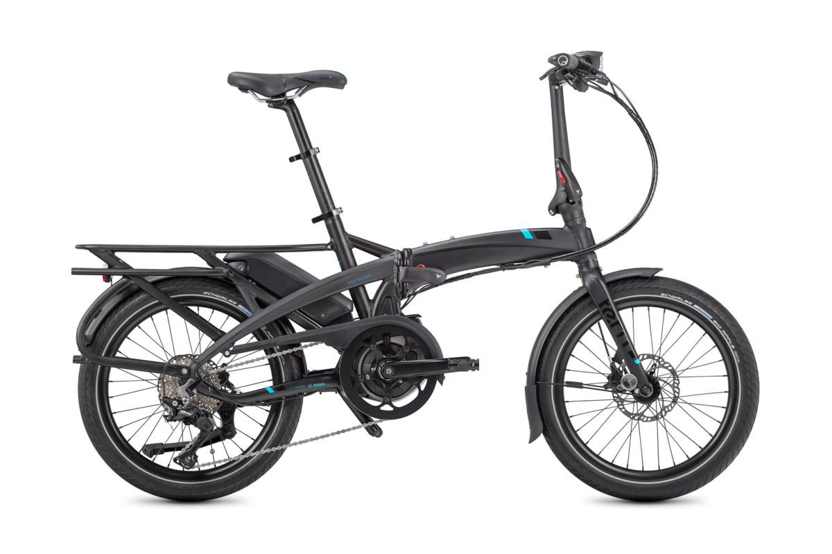 Le vélo électrique pliant sera utile pour se rendre à une gare pour ensuite prendre un train.