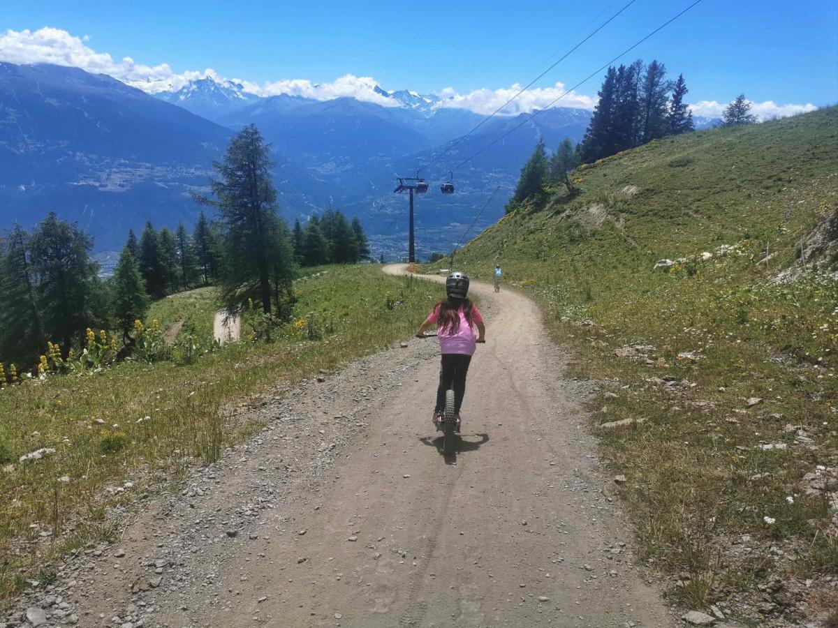 La piste de trottinherbe d'Anzère. Une jolie idée de loisir en été.