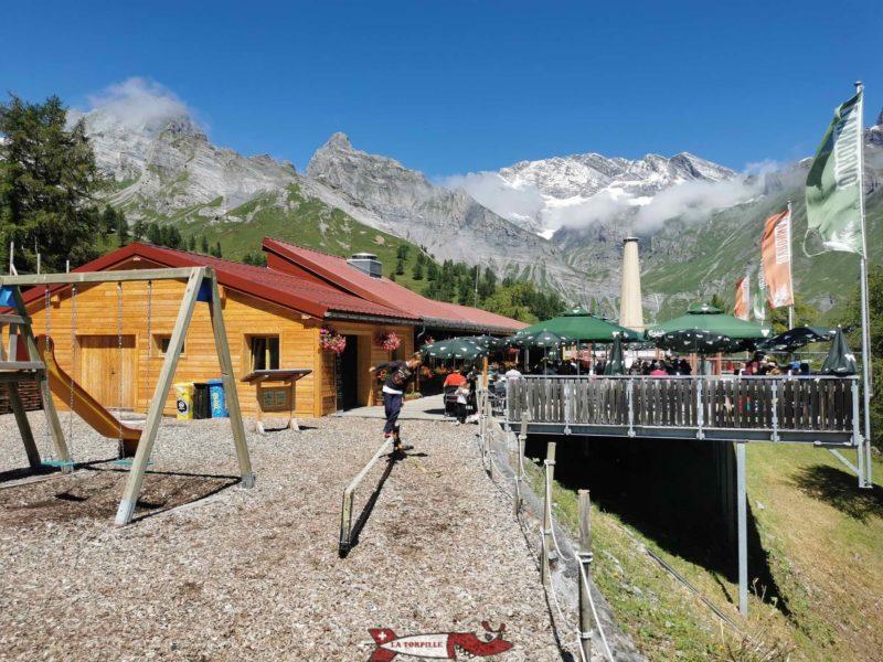 La terrasse du restaurant de Jorasse. mini zoo d'Ovronnaz