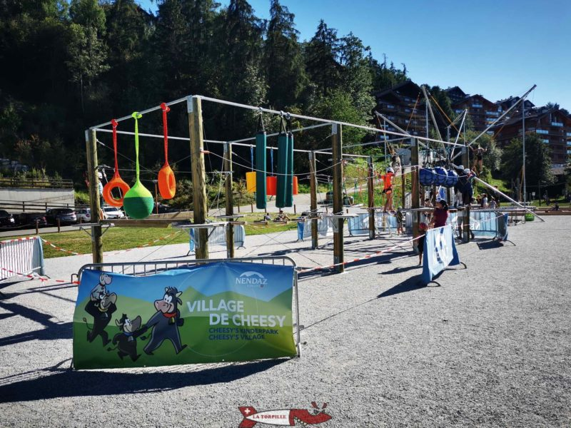 Deux mini-accrobranches de 9 stations. Village de Cheesy Nendaz.