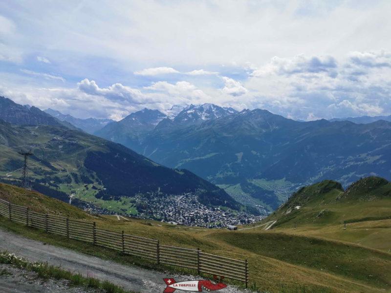 La vue sur Verbier et le Grand Combin depuis le sommet du télécabine à Savoleyres.