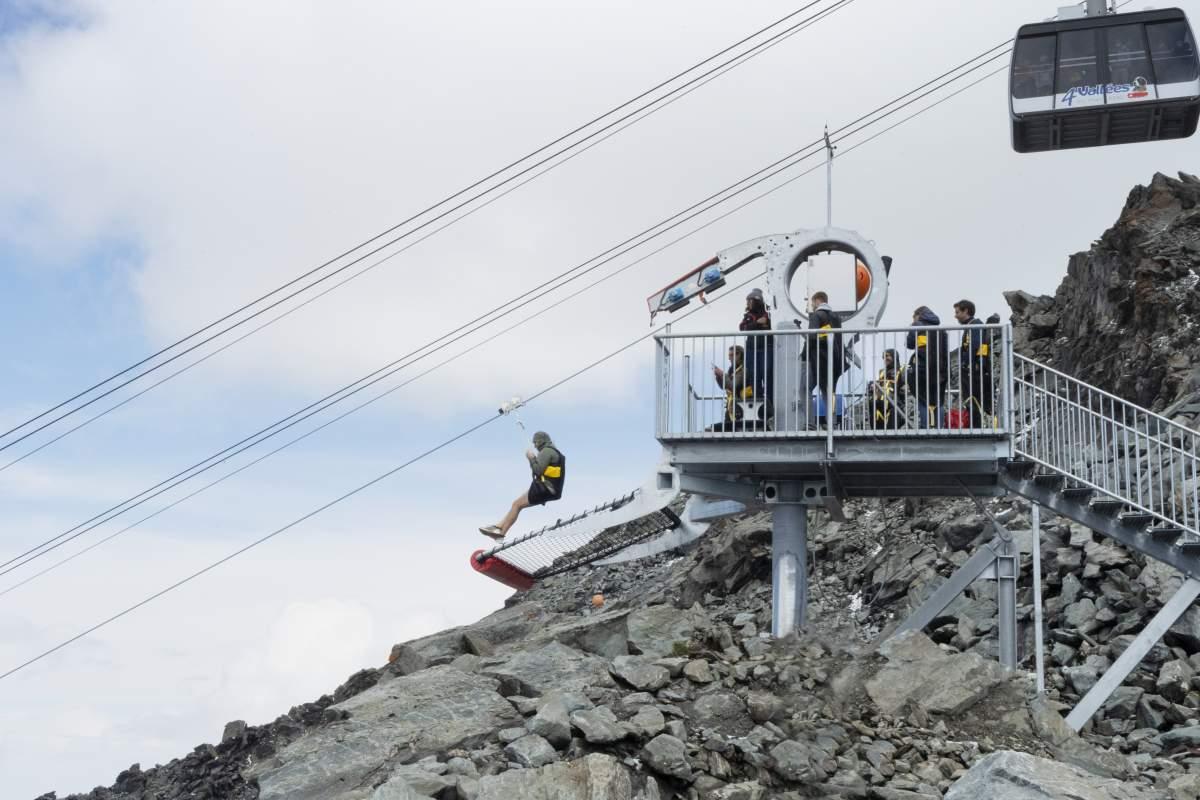 Le départ de la tyrolienne au niveau du Mont-Fort à 3330 mètres d'altitude