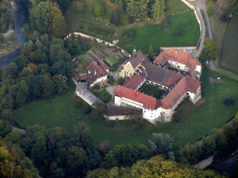 Une vue d'avion de l'abbaye