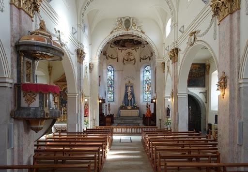 L'intérieur de la basilique de Fribourg.