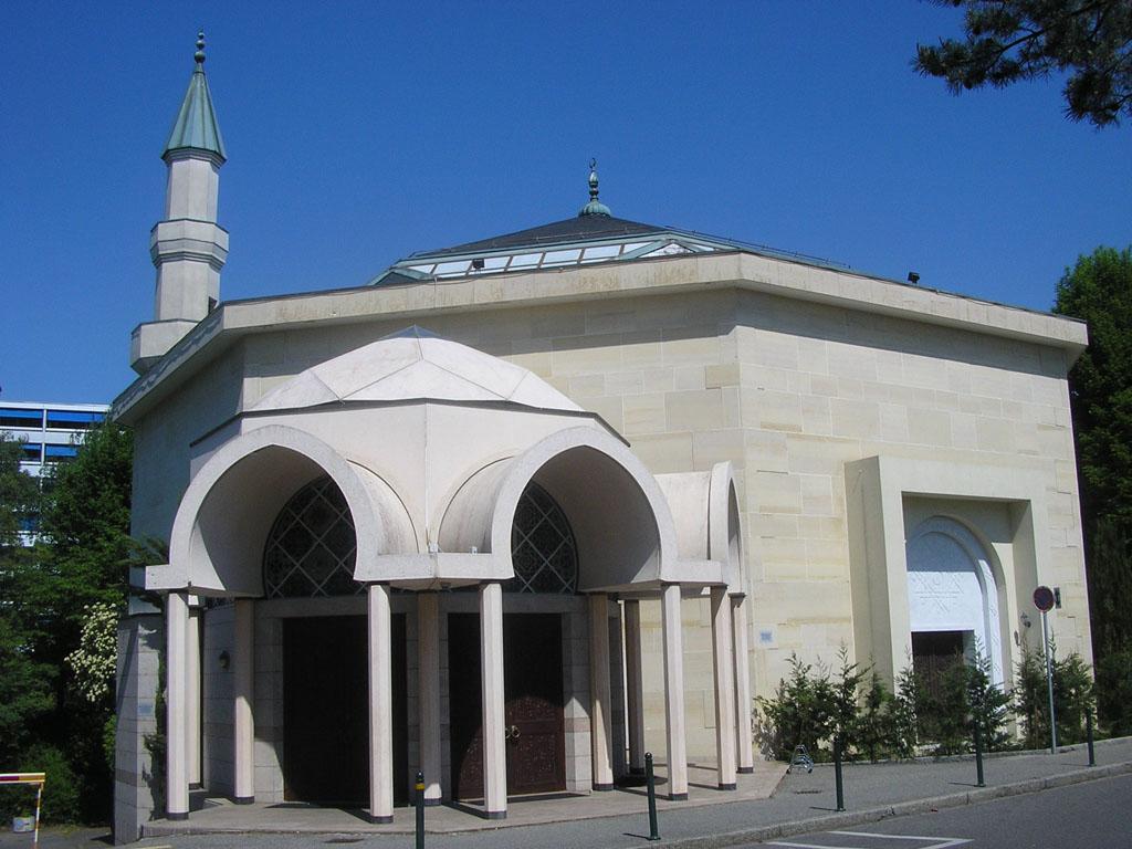 La mosquée de Genève avec son minaret.