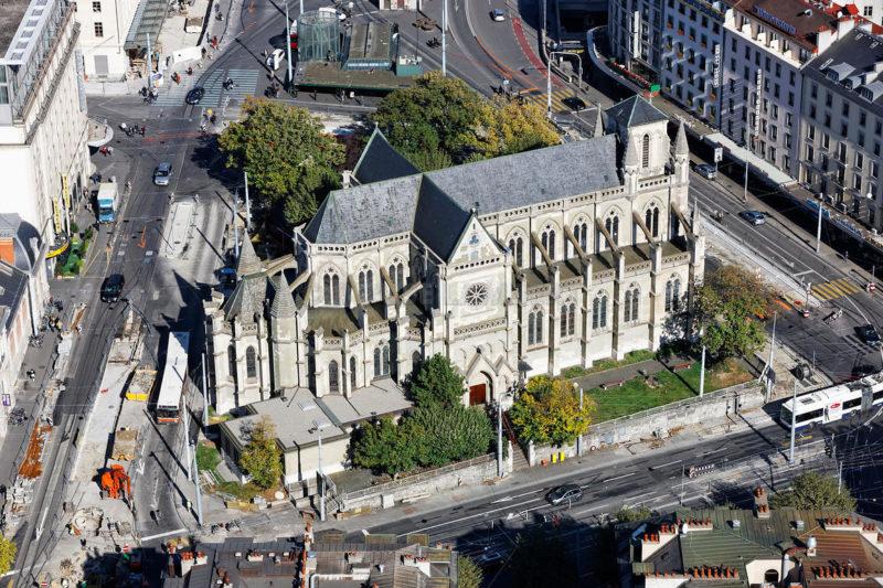Une vue aérienne de la basilique Notre-Dame.