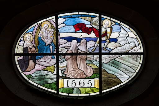 Un vitrail de l'église du monastère.