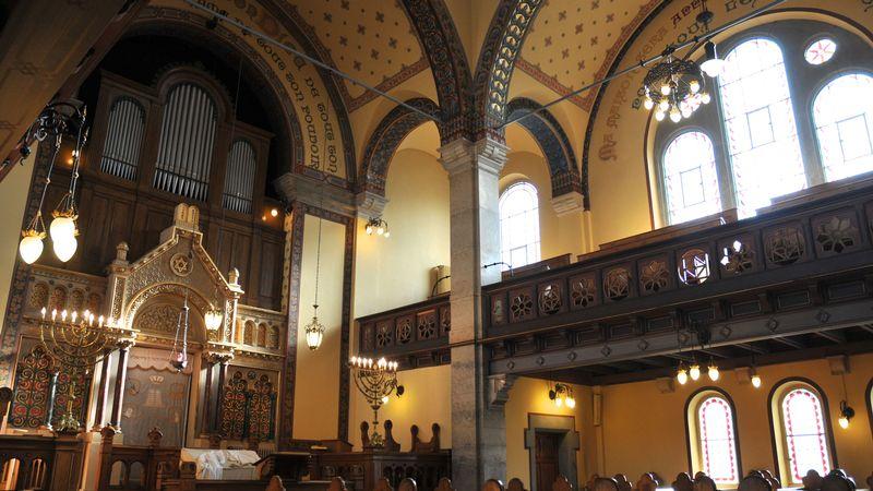 L'intérieur de la synagogue