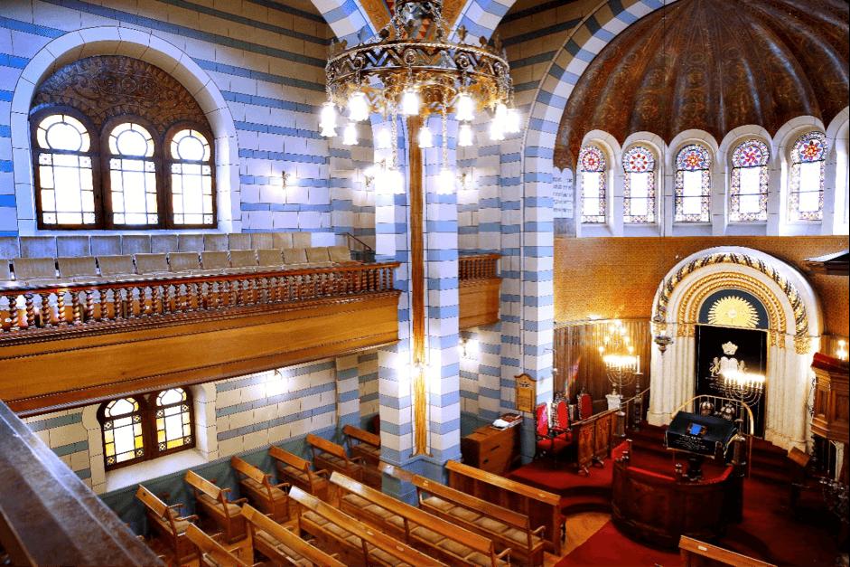 L'intérieur de la synagogue.