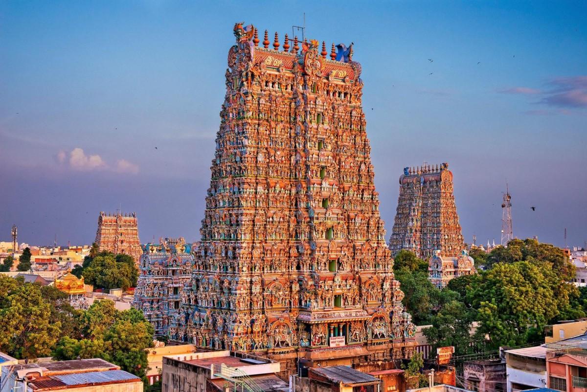 Le temple de Mînâkshî en Inde avec ses magnifiques statues colorées.