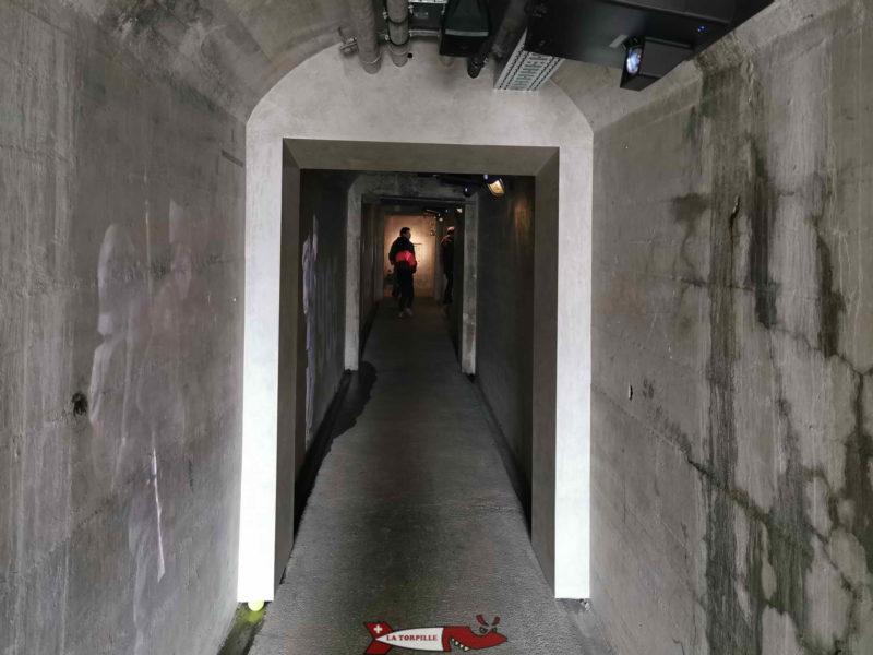 Le couloir qui permet d'accéder à l'accueil.