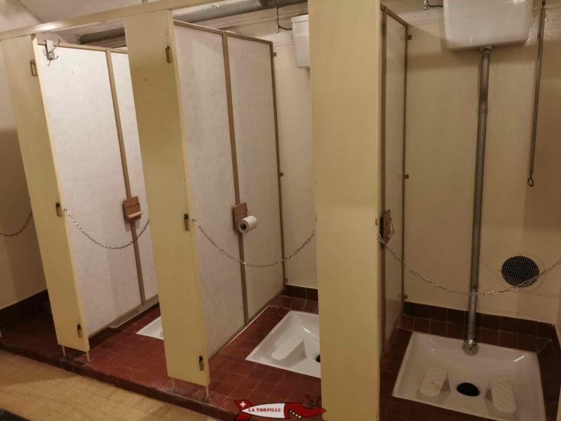 Douche et wc fort de chillon