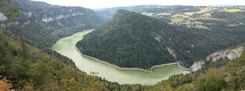 Le lac de Moron avec le barrage du Chatelôt sur la droite
