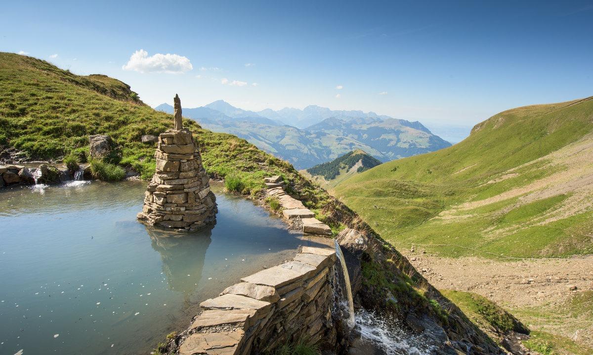 Le lac de Soi sous les Dents du Midi.