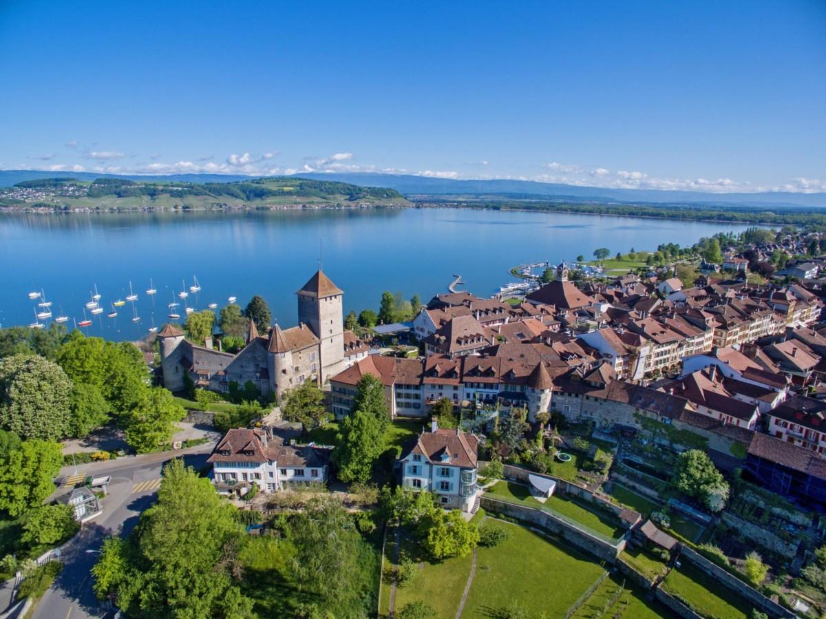 La vieille ville et le lac de Morat.