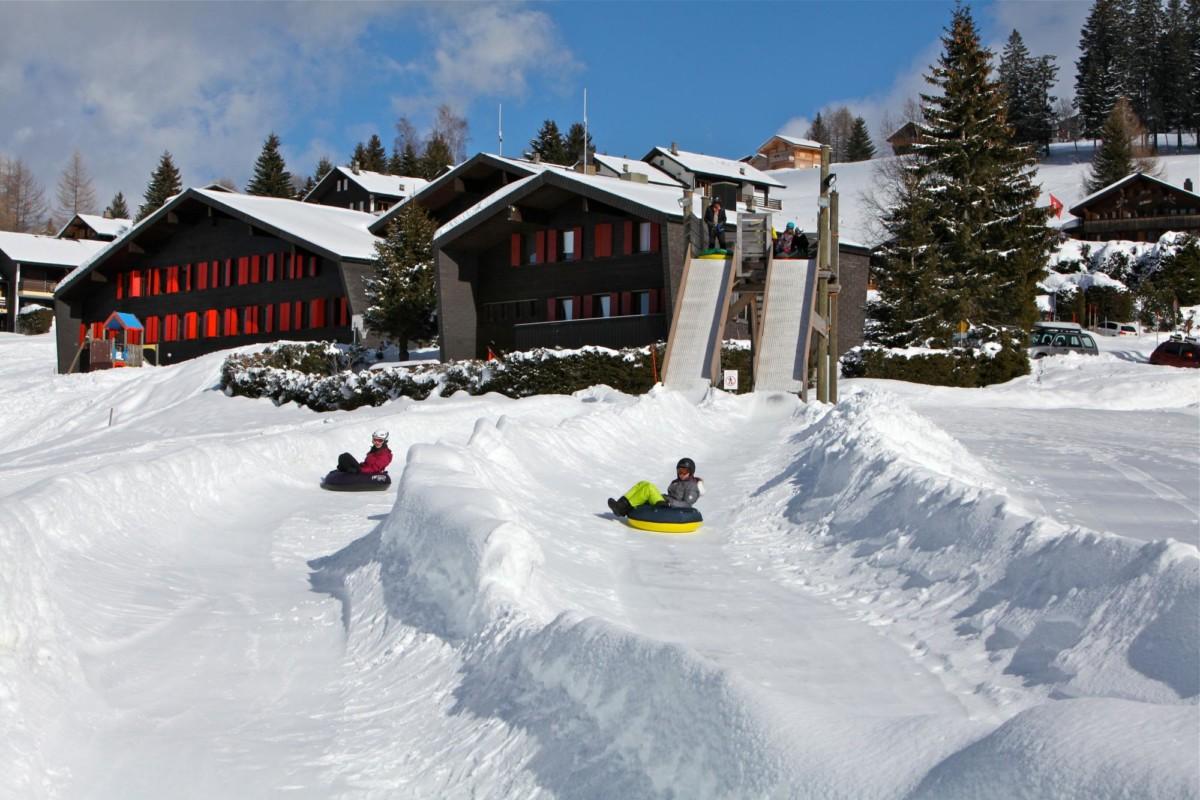 Les deux pistes du snowtubing des Mosses.