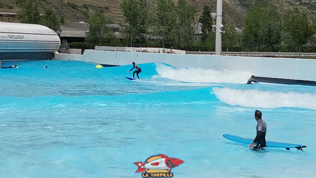 L'Alaia Bay avec son système de vagues artificielles premet de faire du surf même en Suisse.