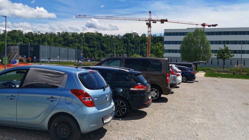 Un parking est disponible à une centaine de mètres de EXPLORiT.