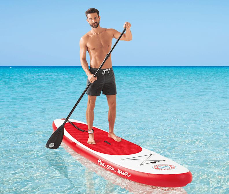 homme qui fait de la paddle