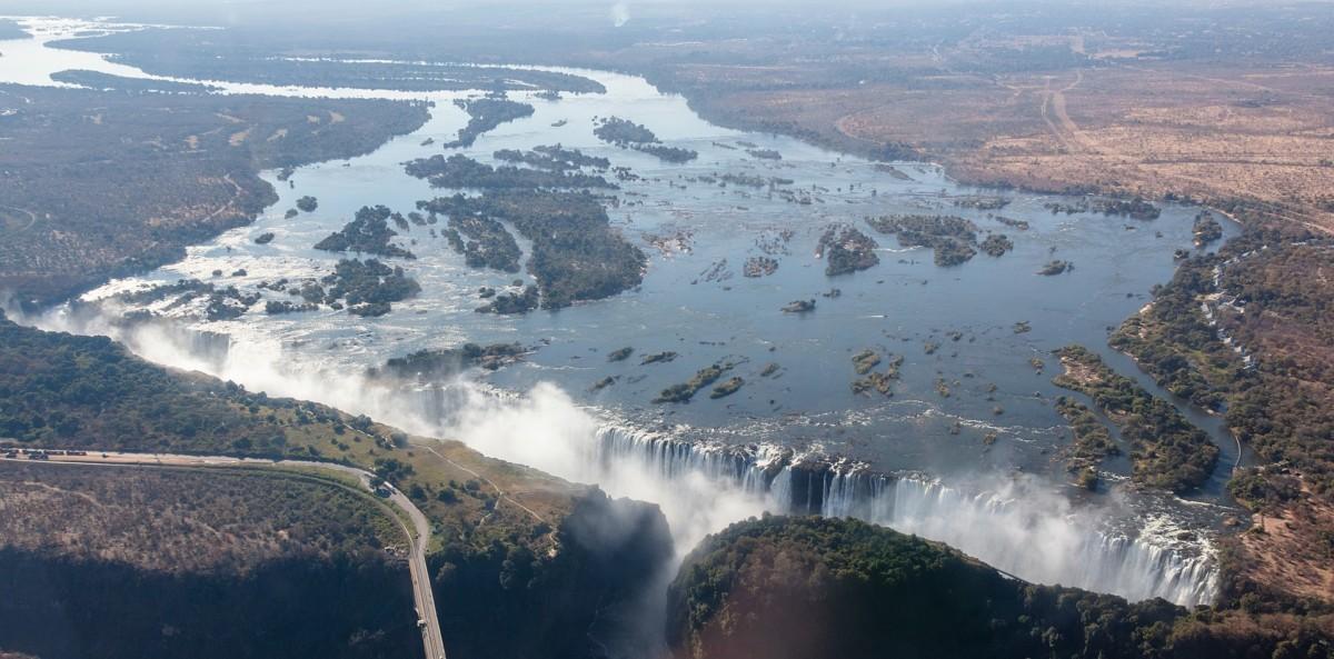 Les chutes Victoria sur le fleuve Zambèze.